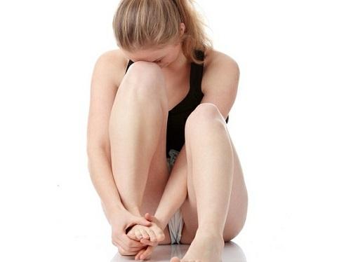 Из-за чего болит нога внизу, причины, что делать?