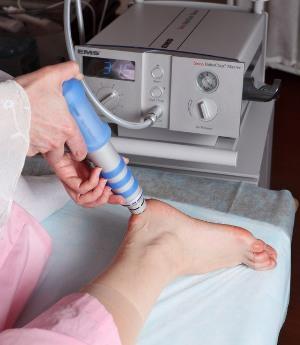 Метод лечения заболеваний суставов — ударно-волновая терапия