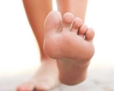 Ломота в ступнях ног — почему появляется и как лечить?